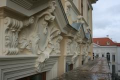 Fassadendetails im Hintergrund das Kurländer Palais